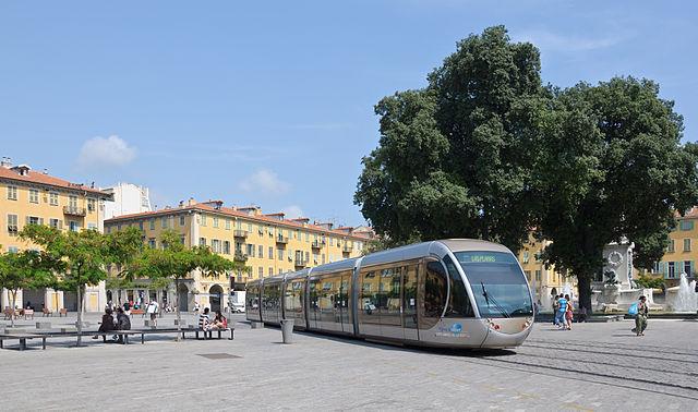 640px-Nice_tramway_place_Garibaldi
